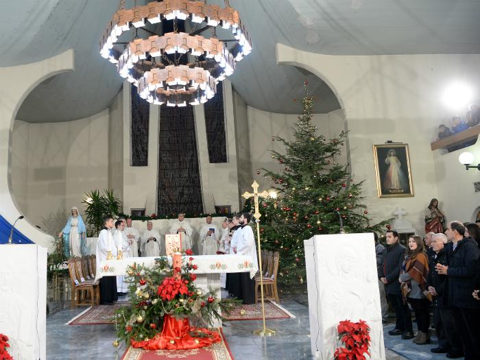 Katolici katedrala Presveto Srce Isusovo - Skopje katolichki Bozik 25dek17 - Vlada na RM