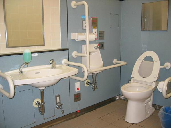 toalet za lica so poprechenost