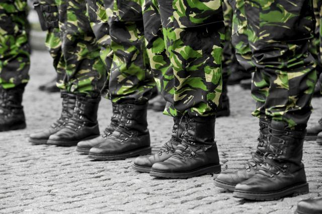 војници чизми