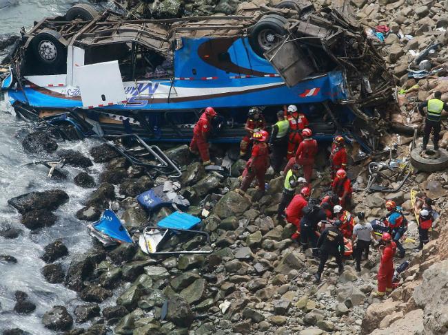 Avtobus bezdna Peru 2jan17
