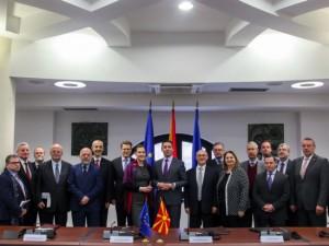 Nikola Dimitrov so ambasadori od EU vo Skopje 22jan18 - MNR