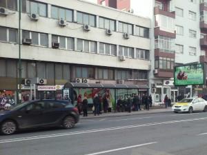 Soobrakjaj ulici avtomobili avtobuska postojka ul 11 Oktomvri Skopje 15dek17 - Meta
