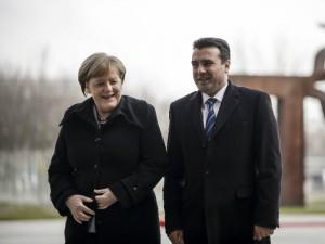 Zoran Zaev i Angela Merkel nasmeani prechek germanska vlada 21fev18 - VladaRM