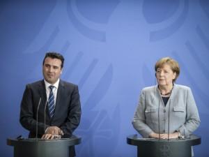 Zoran Zaev i Angela Merkel pres 4 germanska vlada 21fev18 - VladaRM