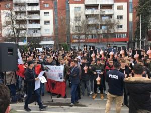 Protest za Almir Aliu 1 pred Vlada 21mar18 - Meta