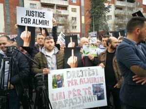 Protest za Almir Aliu 3 pred Vlada 21mar18 - Meta