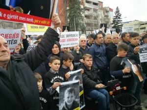 Protest za Almir Aliu 4 pred Vlada 21mar18 - Meta