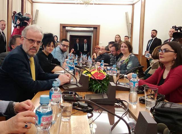Talat Dzaferi, brifing novinari