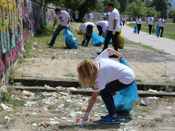 Cistenje gjubre kej Vardar Gradski park - Pivara Skopje