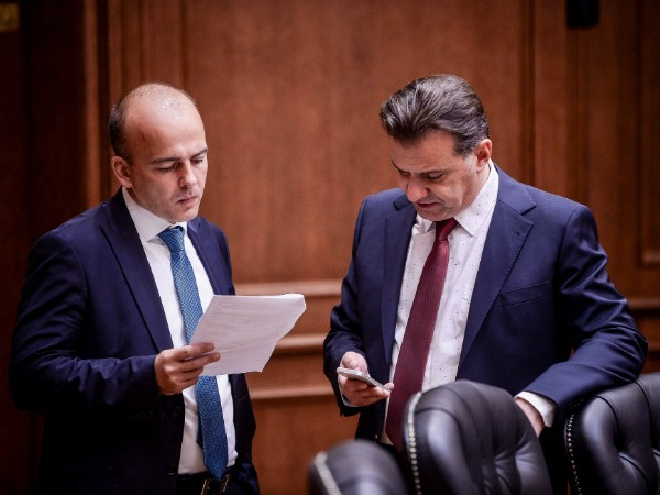 Dragan Tevdovski i Robert Popovski 17apr18 - Vlada
