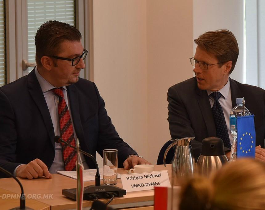 Hristijan Mickoski i Samuel Zhbogar sredba vo Delegacija na EU 10apr18 - VMRO-DPMNE