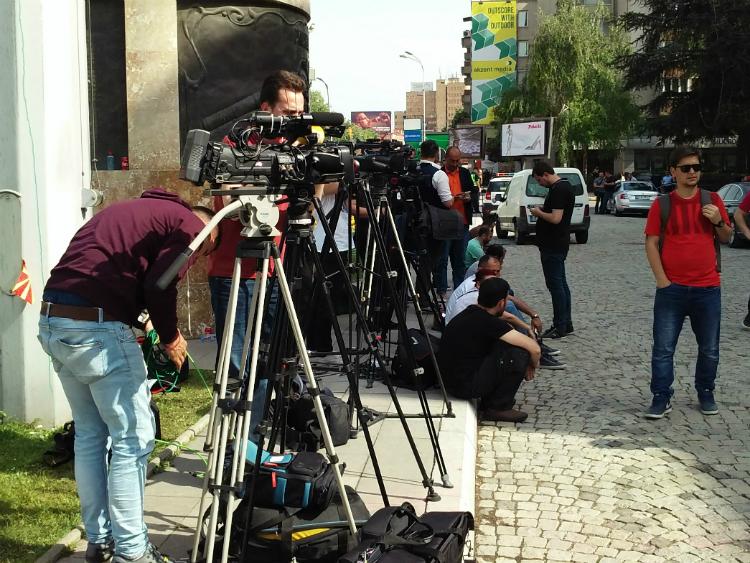 Novinari-pred-Sobranie-2maj17-Meta