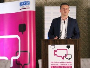 Damjan Manchevski vo struga konferencija za mediumite OBSE 11 maj18 - MIOA