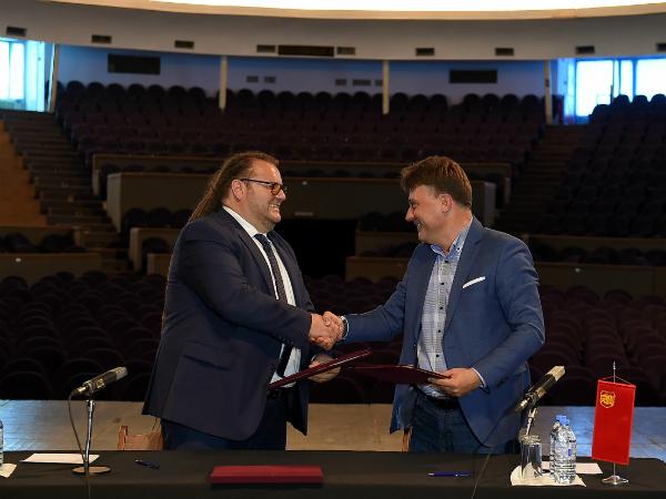 Robert Alagjozovski i Petre Shilegov pres Univerzalna sala 15maj18 - GradSkopje