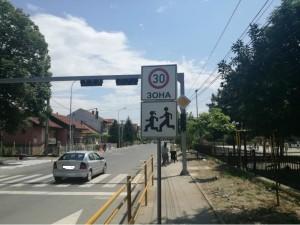 Ulica Boris Sarafov semafor peshachki premin deca uchilishte soobrakajka 14maj18 - OpshtGjPetrov