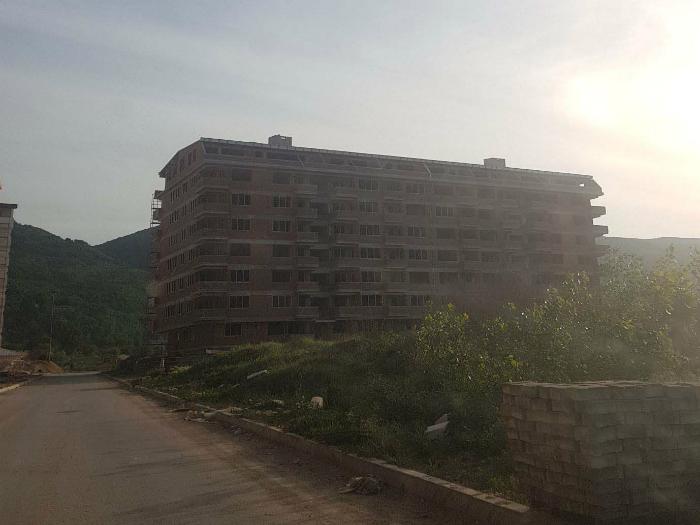 Zgrada kaj kasarna Strumica na Vice i Trajche Zaev maj18 - VMRO-DPMNE