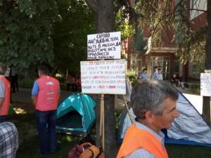 shtrajk Eurokompozit crveno zname protest 1 maj Prvi Maj pred Vlada 2018 - Meta