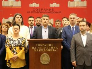 Tomislav Tuntev i pratenichka grupa pres konferencija 19jun18 - SDSM