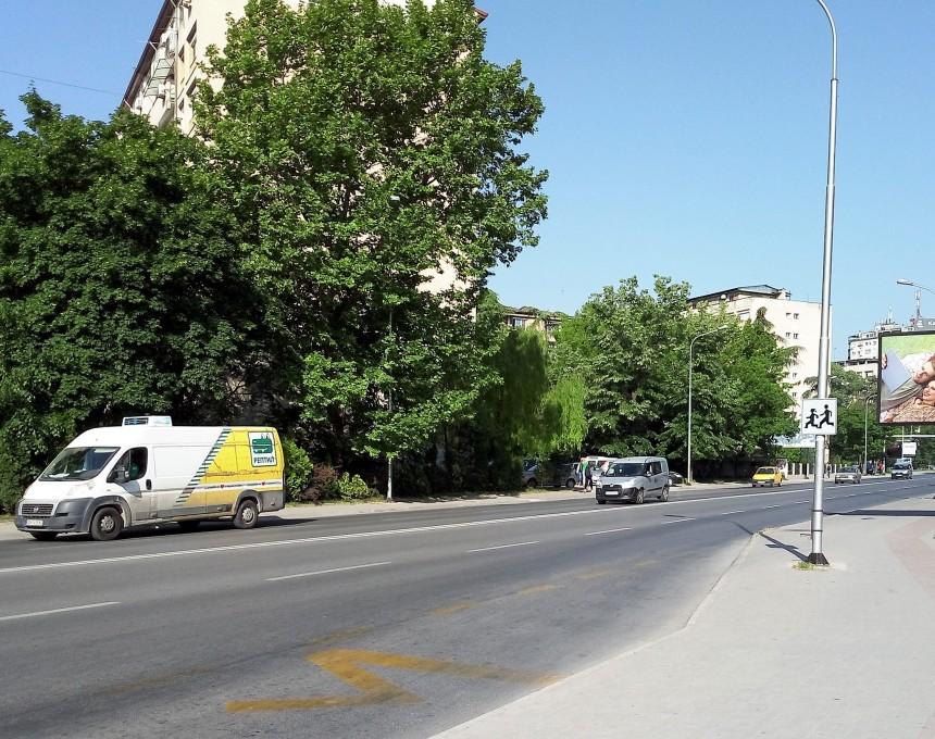 bulevar ulica avtomobili kombe soobrakjaj Skopje Boris Trajkovski vo 11 Oktomvri - zgradi 2maj18 - Meta