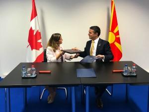 Nikola Dimitrov i Kristia Friland na NATO samit 12jul18 - MNR
