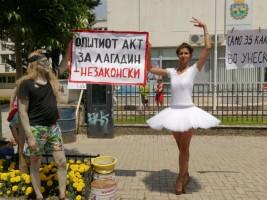 Protest karvan Ohridsko Ezero balerina Garsia Elena 31jul18 - Ohrid SOS