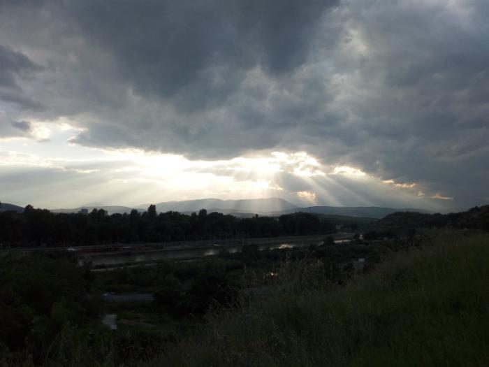 oblaci sonce oblachno dozhd prolet zelenilo Vardar Gradski Park 14maj18 - Meta