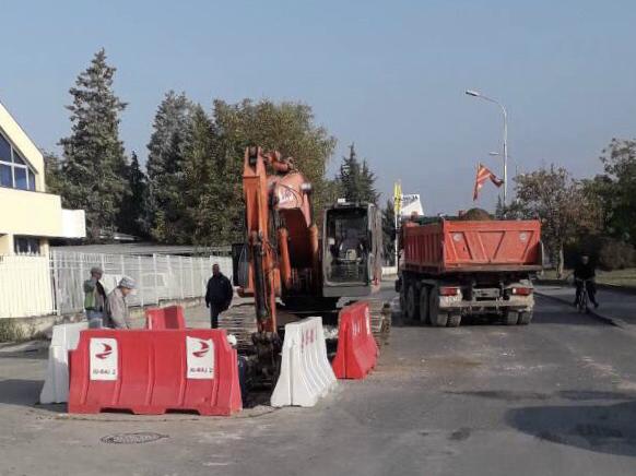 Ulica Aleksandar Urdarevski rekonstrukcija kamioni gradezhni raboti atmosferska kanalizacija 24okt18 - OpshtButel