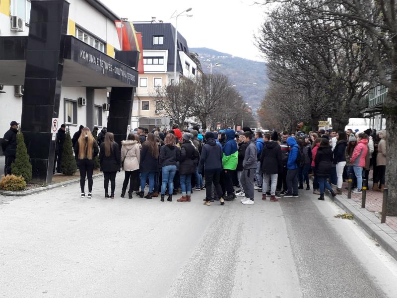 Protest zagaden vozduh aerozagaduvanje Tetovo srednoshkolci Opshtina Tetovo 29noe18 - Meta