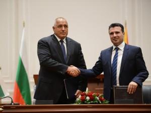 2 potpishuvanje spogodba Makedonija Bugarija Bojko Borisov i  Zoran Zaev 1avg17 - Foto Borche Popovski