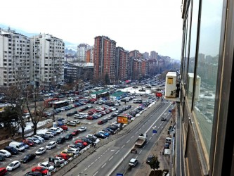 Soobrakjaj vozila bulevar ulica parking kaj Nova Makedonija 28jan19 - Borche Popovski