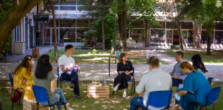 Царовска на средба со ученици и студенти